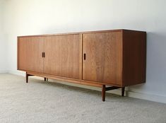 Arne Vodder teak Sideboard Sibast. Modern online gallery. Featuring a varied selection of vintage furniture and architect furniture. At http://www.furniture-love.com/vintage/furniture/