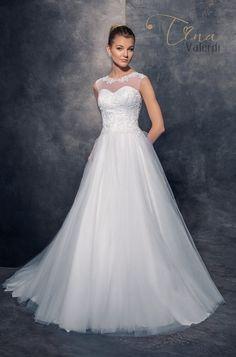 14 najlepších obrázkov z nástenky Extravagantné svadobné šaty ... e869c1328b9