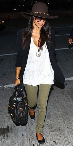 Love how simple this look is; even with flats you can still make an outfit look put together and not lazy.