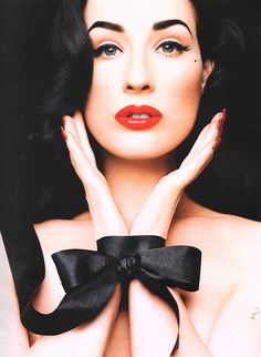 Dita Von Teese Queen of the pin-up look Dita Von Teese Makeup, Dita Von Teese Burlesque, Dita Von Teese Style, Burlesque Makeup, Pelo Retro, Dita Von Tease, Estilo Pin Up, Mode Glamour, Vintage Makeup