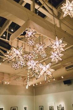Moravian Stars installation #decor | Photography: Lauren Fair Photography - www.laurenfairphotography.com/