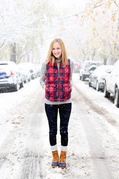 Style Autumn/ Winter Buffalo plaid puffer vest, Bean boots What Happens During Your Wedding Receptio Bean Boots Outfit, Puffer Vest Outfit, Ll Bean Boots, Trekking Outfit, Boating Outfit, Legging Outfits, Vest Outfits, Bar Outfits, Casual Winter Outfits