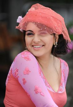 South Indian actress Hansika Motwani best picture and wallpaper gallery. Best hd image of actress Hansika Motwani. Cinema Actress, Cute Celebrities, Celebs, South Indian Actress, South Actress, Indian Models, India Beauty, Indian Girls, Hottest Photos