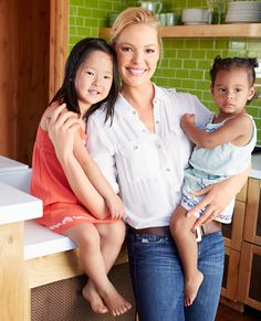 We ADORE Katherine Heigl! Katherine Heigl dishes on the Grey's Anatomy backlash and her new life at home with her adopted girls and their pets. Grey's Anatomy, Izzie Stevens, Mom Daughter, Mom And Dad, Daughters, Does Your Mother Know, Family Comes First, Mom Family, Celebrity Kids