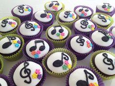 Cupcakes Musicales de chocolate con corazon de chocolate - by Lorena Radivo