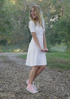 adorable idea with the faded pink converse and white fairytale dress Pink Converse, Converse Girls, Converse Shoes, Pink Fashion, Fashion Outfits, Pretty White Dresses, Rolled Jeans, Fairytale Dress, Everyday Outfits