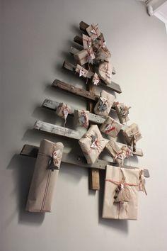 Il Natale si avvicina e come ogni anno è irrinunciabile il calendario dell'Avvento che allieta l'attesa con piccoli doni, dolcetti o tanti messaggini giornalieri.