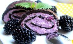Tvarohovo-ostružinová roláda (Cooking with Šůša) Pavlova, Cheesecakes, Food Inspiration, Blackberry, Sweet Treats, Paleo, Food And Drink, Dishes, Baking