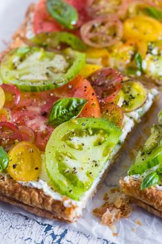 pizza - This super simple heirloom tomato tart is made with puff pastry, lemon and fresh herb ricotta and covered with lots of freshly sliced heirloom tomatoes Ready in just 25 minutes and perfect for an appetizer or a light dinner from Tomato Tart Puff Pastry, Heirloom Tomato Tart, Tomato Pie, Heirloom Tomatoes, Red Tomato, Tomato Seeds, Puff Pastry Vegetable Tart, Puff Pastry Tarts, Tomato Recipe