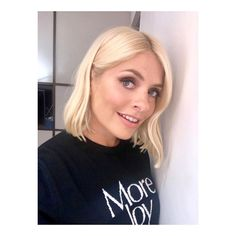Holly Willoughby's style on This Morning has inspired us to buy many of her clothes. See her best looks and shop her wardrobe here. Holly Willoughby Hair, Holly Willoughby This Morning, Holly Willoughby Outfits, Hairdos For Short Hair, Fearne Cotton, Flawless Beauty, Love Her Style, Tv Presenters, Medium Hair Styles