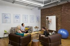 Inspiring Office Meeting Rooms Reveal Their Playful Designs Conference Room Design, Conference Room Chairs, Cozy Office, Office Fun, Office Meeting, Casual Meeting, Meeting Rooms, Studios Architecture, Corporate Interiors