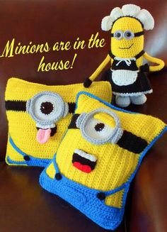 Crochet Dolls Patterns Minion Crochet Pillows Free Pattern - If you are on the hunt for a Crochet Minion Pillow Free Pattern you are in the right place. Our post incluees all the best ideas and there is something for everyone. Crochet Cushions, Crochet Pillow, Knit Or Crochet, Cute Crochet, Crochet For Kids, Crochet Dolls, Crochet Stitches, Crochet Baby, Patio Cushions