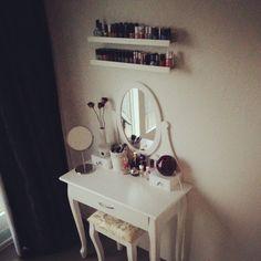 28 ideas small vanity organization diy dressing tables for 2019 Diy Dressing Tables, Makeup Table Vanity, Vanity Ideas, Vanity Room, Vanity Bathroom, Bathroom Shelves, Dyi Vanity, Makeup Tables, Closet Shelves