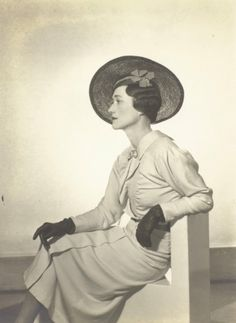 Wallis Simpson.  Photo by Man Ray, 1935.