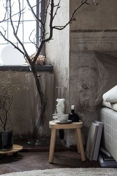 Small Accent Chairs For Living Room Key: 2273566157 Modern Bedroom Furniture Sets, Modern Bedroom Design, Furniture Making, Wabi Sabi, Bedroom Themes, Bedroom Decor, Modern Vanity Table, Tall Glass Vases, King Bedding Sets
