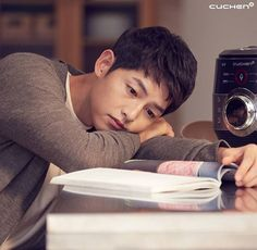 My forever cutie oppa Handsome Actors, Handsome Boys, Asian Actors, Korean Actors, Korean Dramas, Gentleman Songs, Song Joong Ki Cute, Soon Joong Ki, Decendants Of The Sun