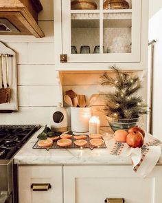 Winter is coming! 40 inspirations, recipes and DIY for winter and Christmas - HOME & GARDEN: Winter is coming! 40 inspirations, recipes and DIY for winter and Christmas - Christmas Time Is Here, Cozy Christmas, Cottage Christmas, Christmas Kitchen, Casa Hygge, Interior Exterior, Interior Design, Deco Table, Decoration Table