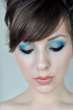just bought the urban decay blue 24/7 eye shadow pencil...will have to do this
