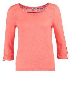 Mit diesem Longsleeve bist du der Farbtupfer im trüben Herbst. ONLY JESS - Langarmshirt - fiery coral für 16,95 € (07.09.14) versandkostenfrei bei Zalando bestellen.