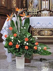 Selecting The Flower Arrangement For Church Weddings – Bridezilla Flowers Altar Flowers, Church Flowers, Funeral Flowers, Contemporary Flower Arrangements, Unique Flower Arrangements, Exotic Flowers, Beautiful Flowers, Flower Shop Decor, Altar Decorations