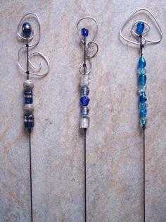 Pflanzen- & Gartenstecker - Blumenstecker mit Perlen und Draht Blau zur Wahl - ein Designerstück von sumsehase bei DaWanda