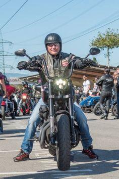 Harley Davidson Custom Bike, Harley Davidson Motorcycles, Hells Angels, Motorcycle Clubs, Custom Bikes, Red And White, Biker, Biker Clubs, Custom Motorcycles