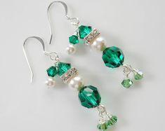 Fun Santa Christmas Earrings Made with Swarovski Crystal and Diy Xmas Earrings, Christmas Earrings, Bead Earrings, Swarovski Crystal Beads, Pearl Beads, Crystal Necklace, Seed Bead Jewelry, Beaded Jewelry, Irish Jewelry