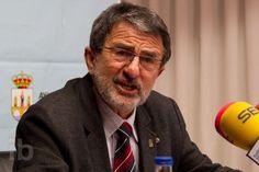 Saturnino Mañanes, en la rueda de prensa en la que ha anunciado su dimisión. (Foto: Interbenavente)