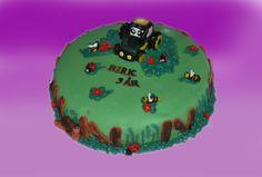Bondegårdskaker eller alltid like populært blant store og små. Her er en variant med undlingstraktoren på.  Kan lages både som sjokoladekake og marsipanbløtkake. Ta kontakt for mer info på post@bellakaker.no eller ta en titt på websiden min www.bellakaker.no