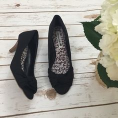 American eagle small heels Great condition. Size is technically a 8 1/2 but I wear a size 8 and these fit perfectly.   A few things to know:  💎I'm open to reasonable offers 💎No holds, first come first serve. 💎No  trades, no PayPal.🚫  💎Please, ask any questions you may have!  Happy Poshing! American Eagle Outfitters Shoes Heels