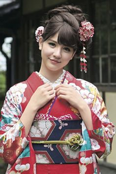 古典柄振袖 赤色 商品画像2 Beautiful Japanese Girl, Japanese Beauty, Asian Beauty, Geisha, Kimono Japan, Japanese Kimono, Traditional Kimono, Traditional Dresses, Japanese Costume