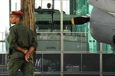 El antiguo Palacio Presidencial alberga desde 1976 el Museo de la Revolución. Justo detrás del museo, un recinto de cristal alberga el Granma, el yate que transportó a Fidel Castro y a 81 guerrilleros a Cuba desde el exilio en México en 1956.