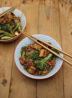Tofu in Pfeffersauce mit Sobanudeln und Brokkoli