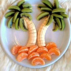 Тропический завтрак или просто перекус для детей из банана, киви и мандаринов.