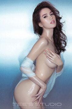 Tung ảnh nude nóng bỏng  Là Ngọc Trinh là điều tuyệt vời nhất