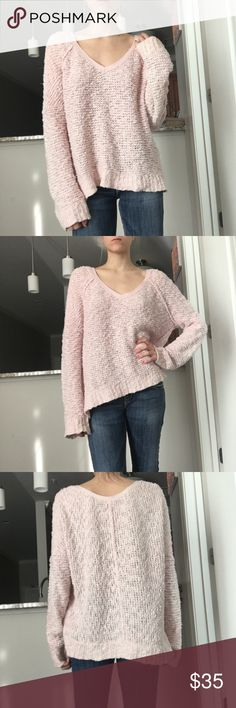 Free People Chunky Knit Sweater Free People chunky knit pink sweater. Oversized, soft yarn, very cozy. Cute and versatile. Free People Sweaters