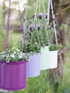 Aluminum Can Crafts, Tin Can Crafts, Jar Crafts, Garden Crafts, Garden Projects, Diy Projects, House Plants Decor, Plant Decor, Hanging Plants Outdoor