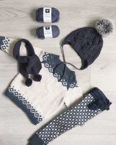 Etter en pause fra blått, blir det nå en ny bukse til N i lille Lerke. #kongvinterbarnegenser @_strikkelisa_ #faunalue @paelasknits bukse… Baby Boy Knitting, Knitting For Kids, Baby Knitting Patterns, Fashionista Kids, Norwegian Knitting, Stylish Baby Clothes, Finger Crochet, Baby Barn, Knitted Baby Clothes