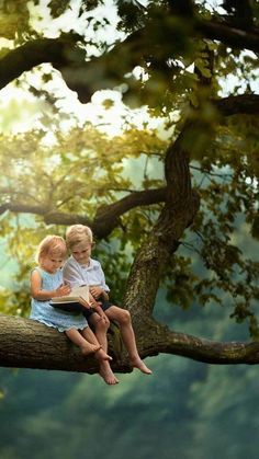 Precious Children, Beautiful Children, Children Photography, Portrait Photography, Kids Kiss, Little Girl Photos, Cute Kids Pics, Bless The Child, Beautiful Flowers Wallpapers