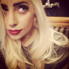 We barely recognized Lady Gaga in her latest selfie! Her makeup look was so glamorous and Old Hollywood chic.