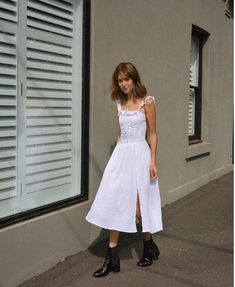 See how to rock all-white casual summer outfits and keep stains to a bare minimum with these 16 outfit ideas. White Summer Outfits, All White Outfit, Summer Dresses, Summer Clothes, Preppy Outfits, Stylish Outfits, Fashion Outfits, Preppy Style, Runway Fashion