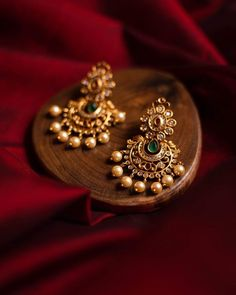 Indian Jewelry Earrings, Jewelry Design Earrings, Gold Earrings Designs, Diamond Earrings Indian, Indian Jewelry Sets, Diamond Jewellery, Gold Bangles Design, Gold Jewellery Design, Gold Temple Jewellery