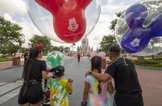 O Walt Disney World Resort tornará a utilização de coberturas faciais pelos visitantes opcional em seus parques temáticos a partir de terça-feira, 15 de junho, seguindo a mesma política do Universal Orlando Resort e SeaWorld Orlando.