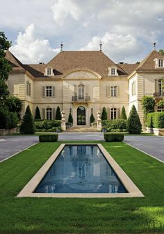 madabout-garden-design:  TRADITIONAL EXTERIOR BY PETER MARINO ARCHITECT (via Pinterest:TheDesignColl/mad-about-gardens)