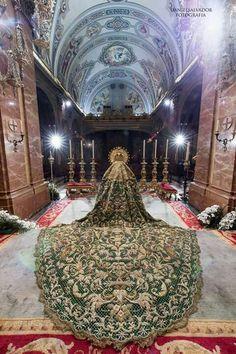 semana santa sevilla Grand Staircase, Madonna, Statues, Holi, Embroidery Patterns, Mystic, Religion, Canada, Home Decor