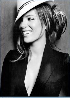 Kate_Beckinsale-babe-young-stunning-chicki-sexy-smoking-hot_thumb_585x795.jpg