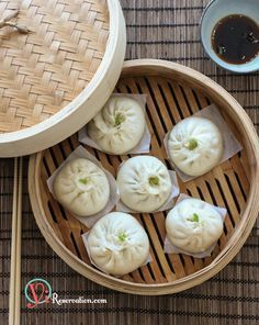 New Year recipe} Chinese Steamed Meat Buns (Baozi) 包子 Steamed Meat, Steamed Buns, Steamed Chicken, Meat Bun, Asia Food, Pork And Cabbage, Chinese Dumplings, Dim Sum, Chinese Food