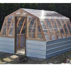 Easy Homesteading: DIY Greenhouse Barn Plans