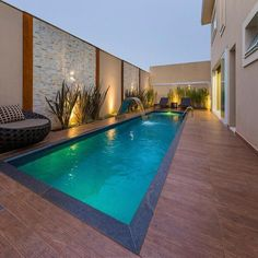Ideas for small indoor pools - Plans and Houses Esp Small Swimming Pools, Small Pools, Swimming Pools Backyard, Swimming Pool Designs, Pool Landscaping, Indoor Pools, Pool Paving, Lap Pools, Pool Decks