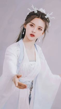 Traditional Fashion, Traditional Outfits, Lily Youtube, Beautiful Chinese Girl, Ancient Beauty, China Girl, Japan Girl, Hanfu, Chinese Clothing